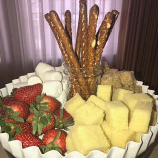 food items used to dip in chocolate fondue