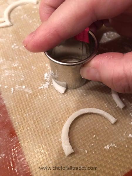 cookie cutter cutting gum paste